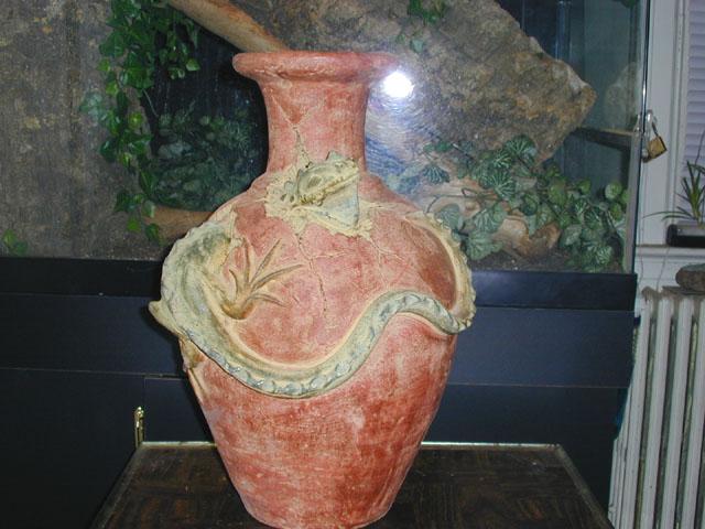 Large Iguana Pot